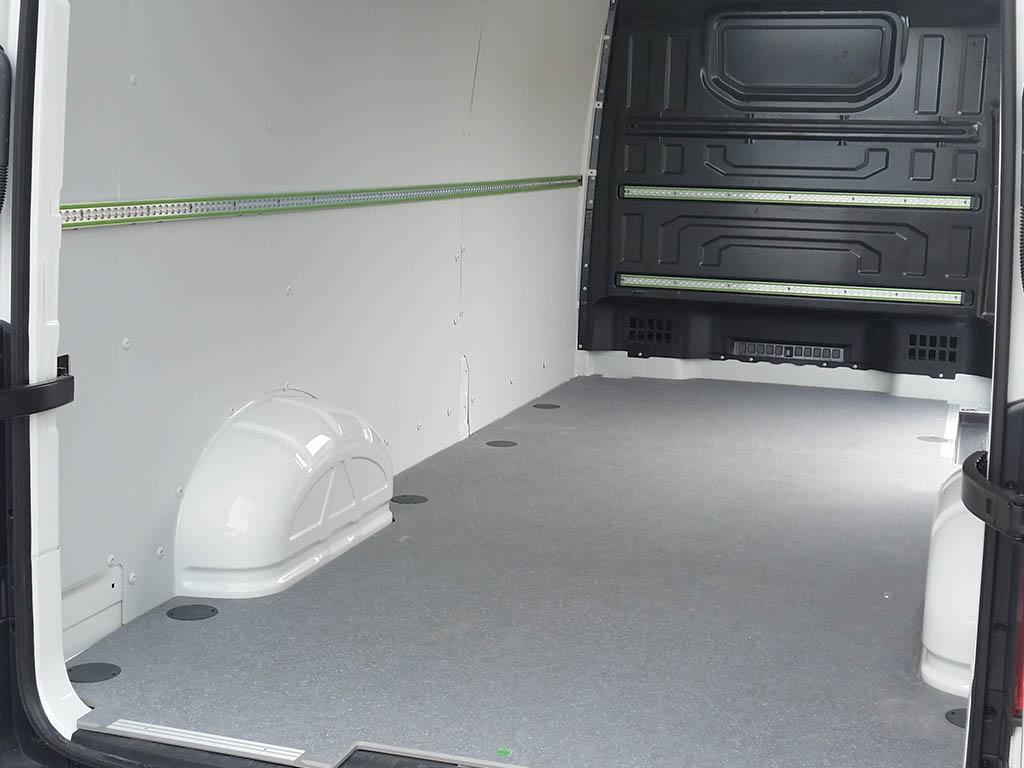 Rivestimenti su furgone volkswagen crafter furgotecnica for Allestimento furgoni wurth