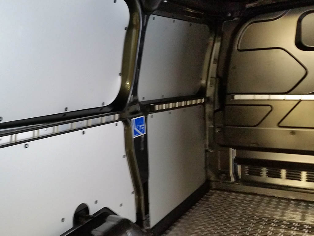 Rivestimenti in alluminio per interno furgone furgotecnica
